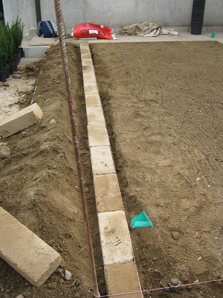 Bordure da giardino in tufo e in lamina di ferro treviso for Bordure aiuole in tufo