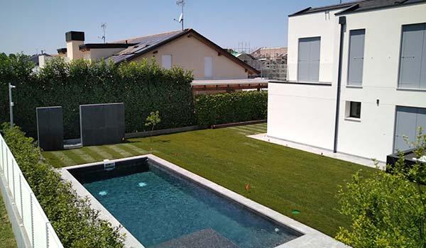immagine giardino privato con piscina
