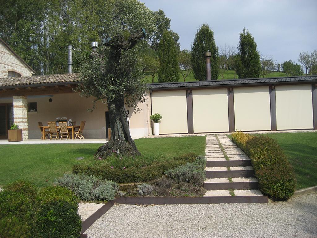 Progetto aiuole con graminacee e fiori stagionali verde idea - Giardini e fiori ...