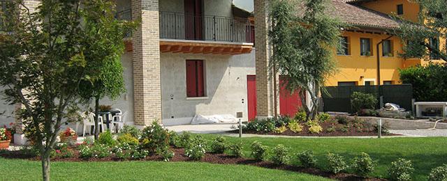 Realizzazione giardini privati a treviso e vicenza for Aiuole giardino immagini
