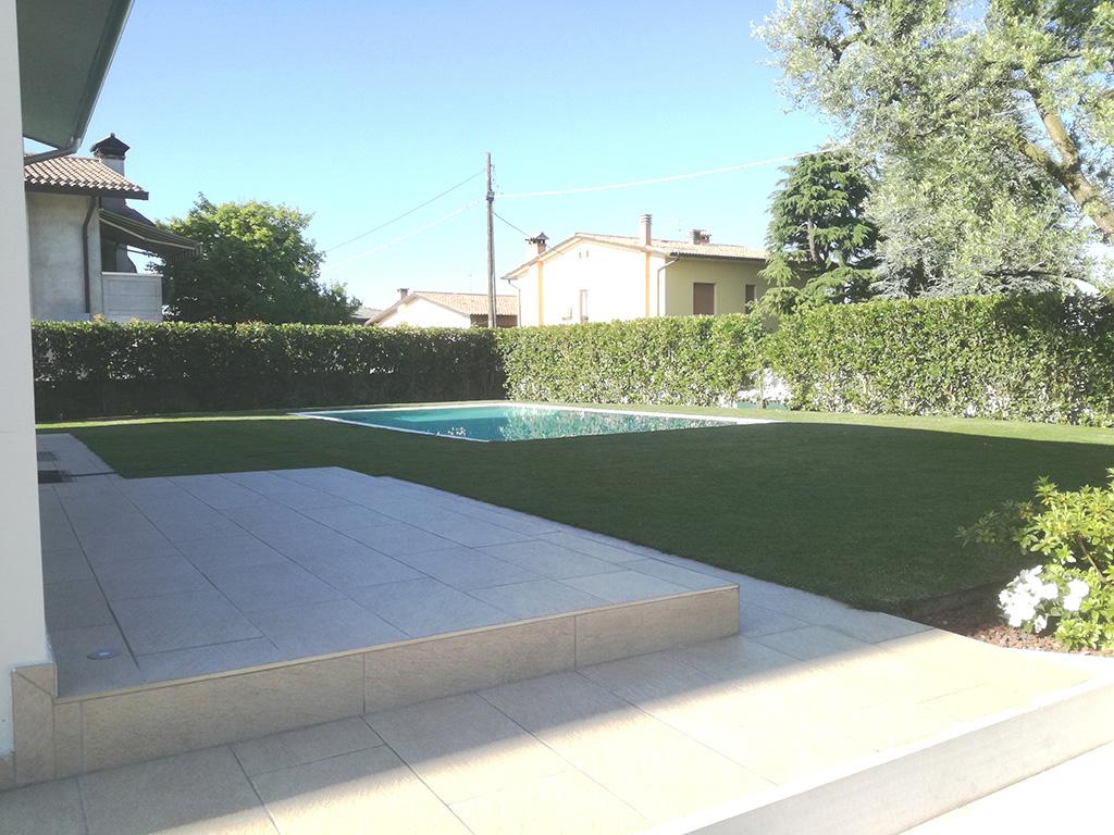 Giardino con piscina a san zenone verde idea - Giardino con piscina ...