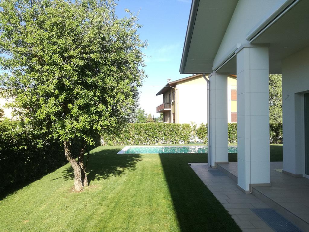 Giardino con piscina a san zenone verde idea for Giardino con piscina