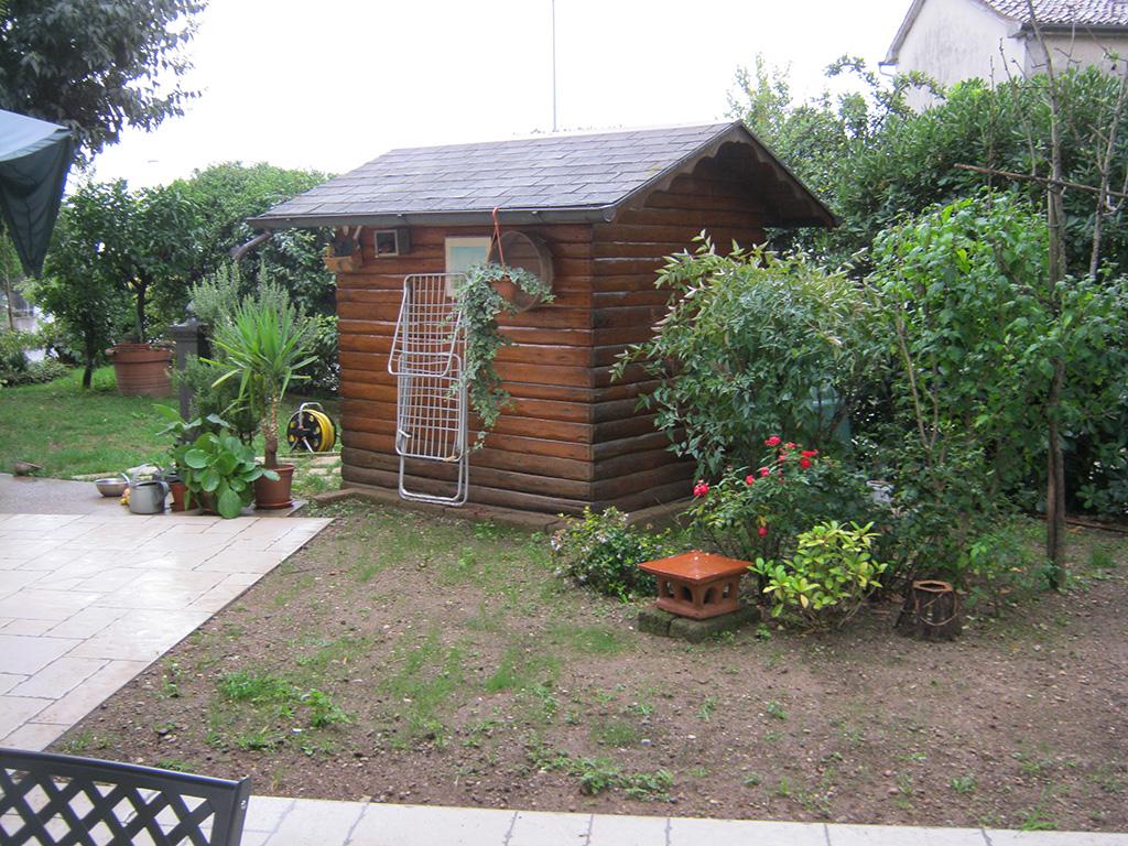 giardino con strada carrabile a Crespano