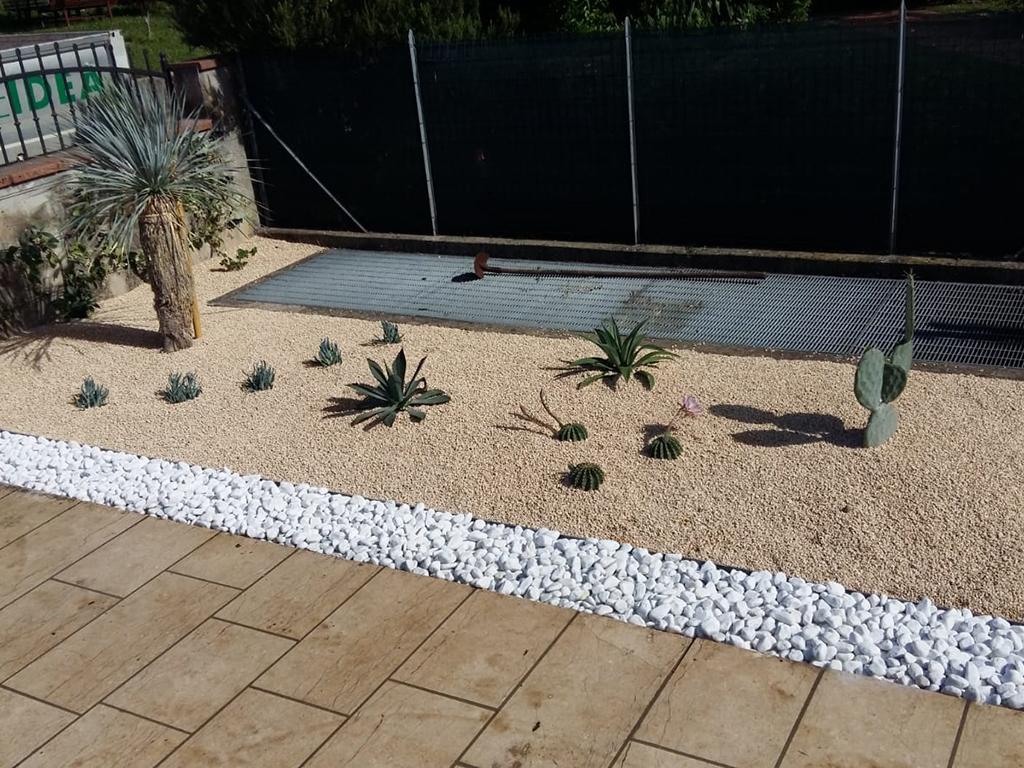 giardino mediterraneo con graniglie castelcucco foto 5