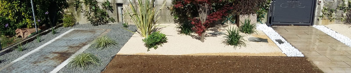 Foto realizzazione piccolo giardino mediterraneo con graniglie