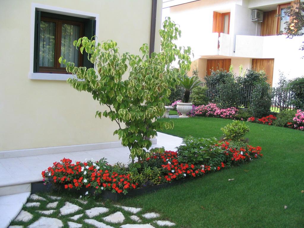 Affordable immagine progetto piccolo giardino con for Piccoli giardini ornamentali