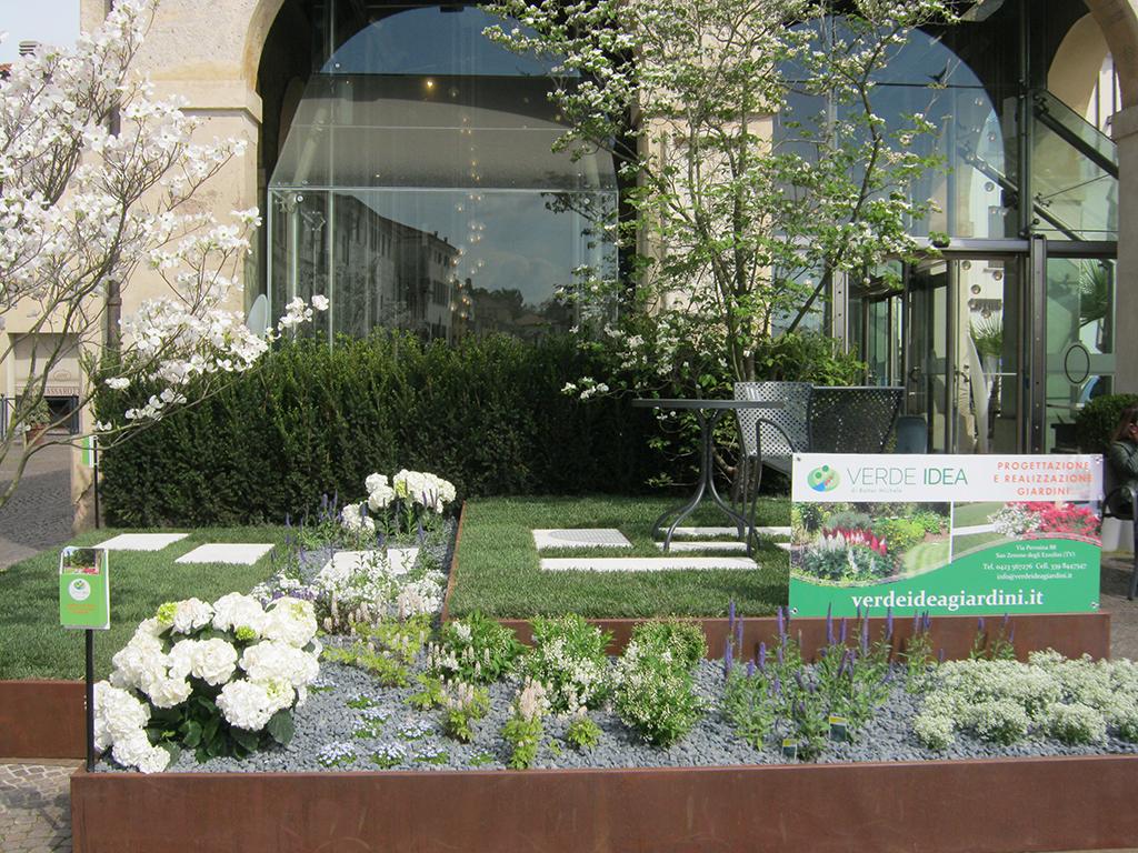 Presentazione di un giardino a castelfranco veneto verde for Allestimento giardini privati