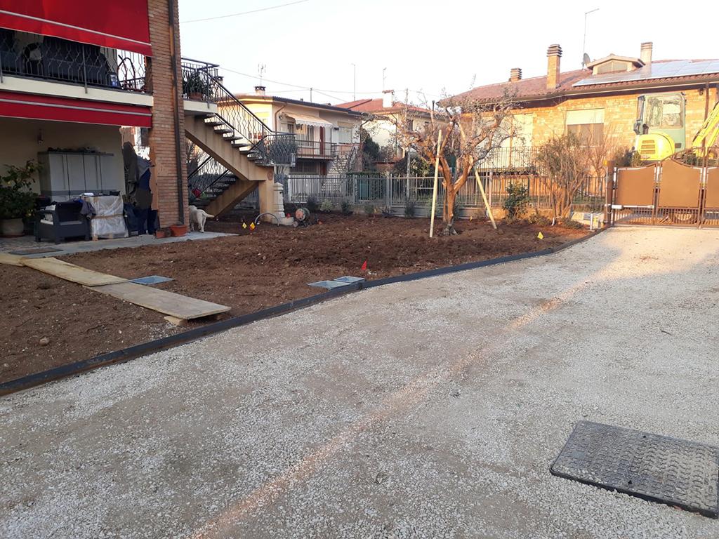realizzazione giardino con semina e area carrabile foto 3