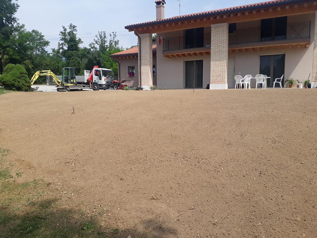 realizzazione giardino privato con prato seminato foto 3