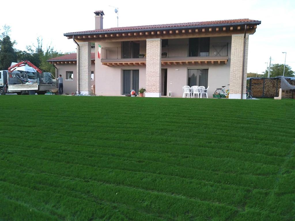 realizzazione giardino privato con prato seminato foto 5