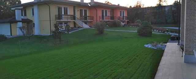 foto realizzazione giardino privato con prato seminato a San Zenone degli Ezzelini