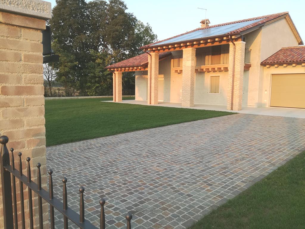 Immagine realizzazione giardino con irrigazione e semina prato in provincia di Treviso