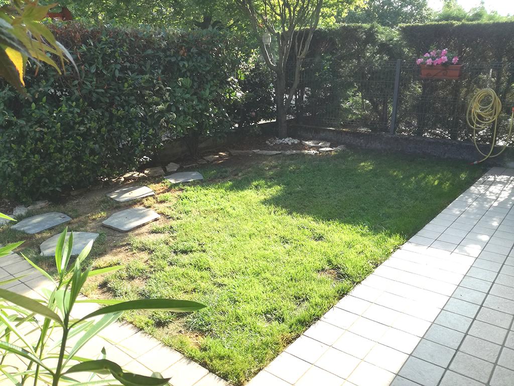 realizzazione piccolo giardino con graniglie a rosà foto 1