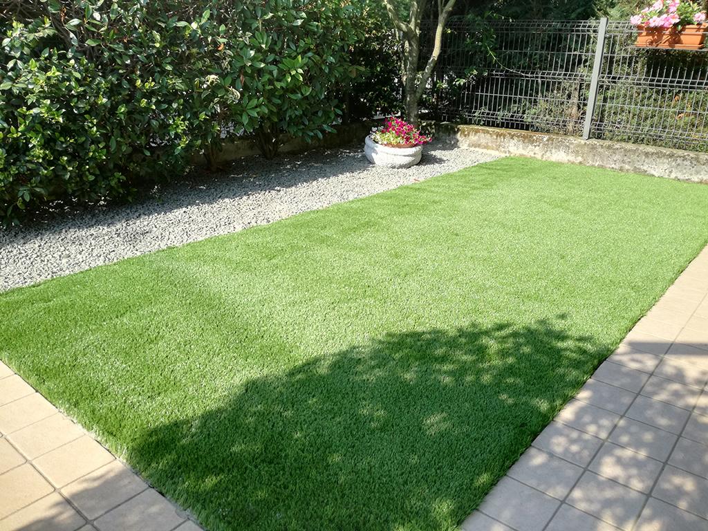 realizzazione piccolo giardino con graniglie a rosà foto 3