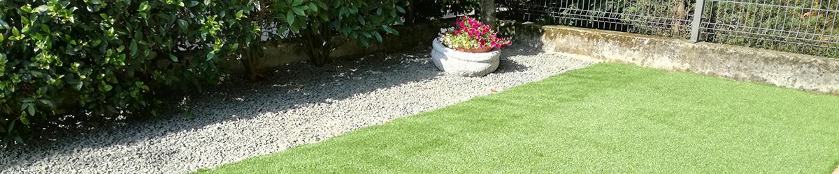 foto realizzazione piccolo giardino con graniglie a rosà