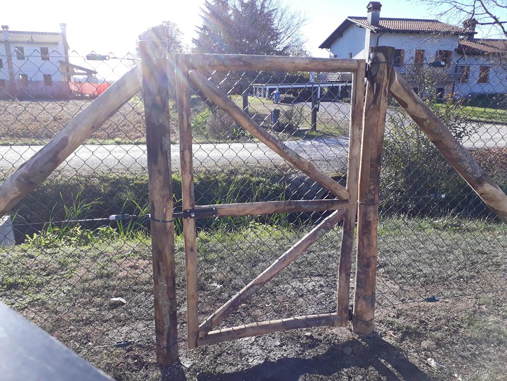 realizzazione di una staccionata per giardino foto 1