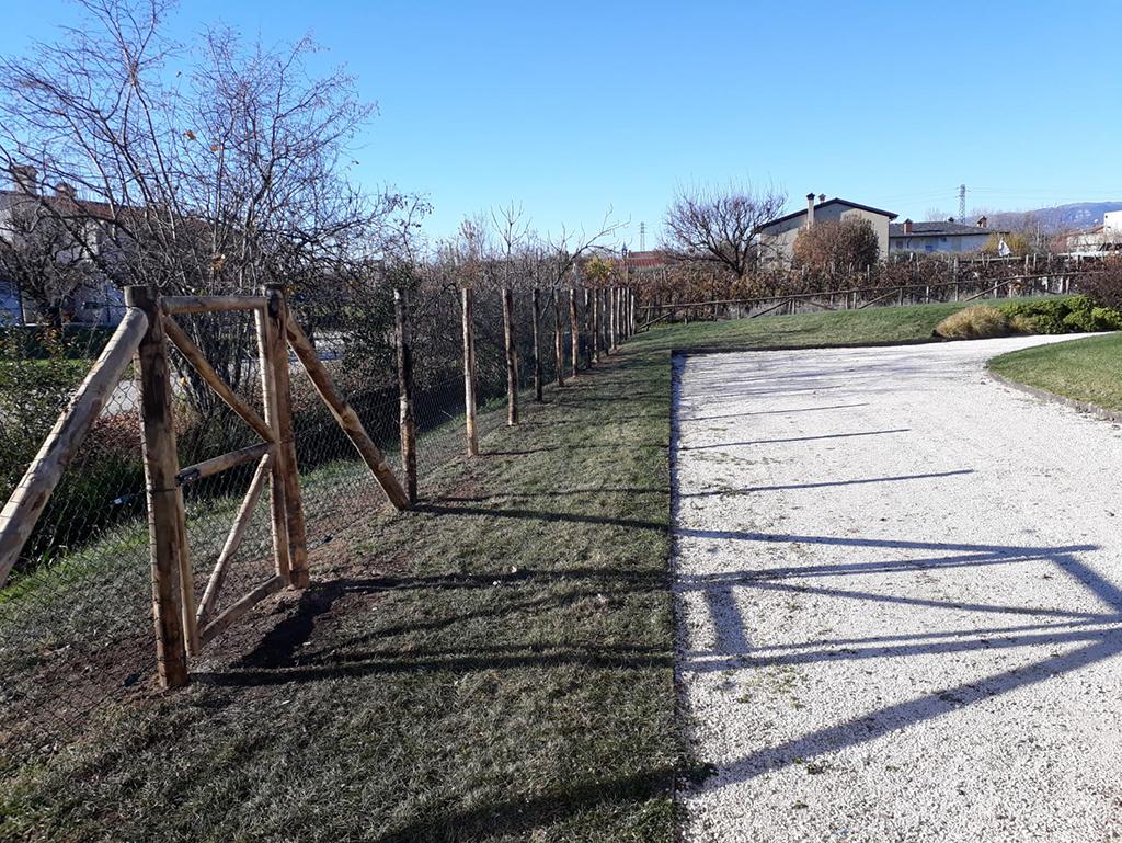 realizzazione di una staccionata per giardino foto 2
