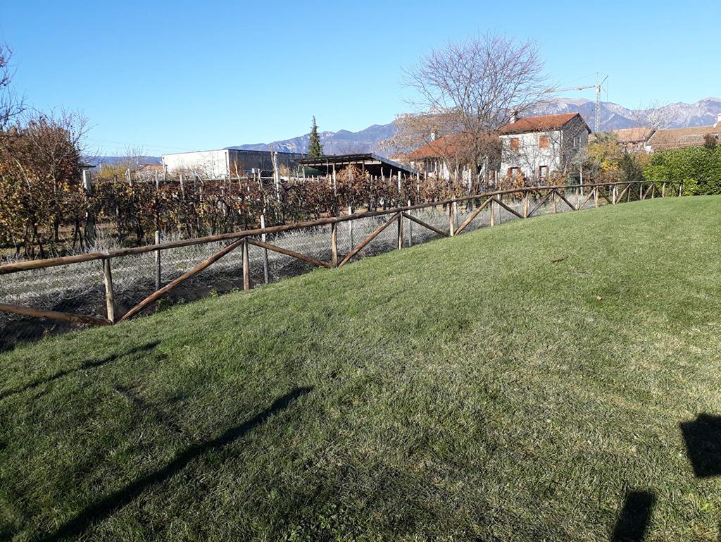 realizzazione di una staccionata per giardino foto 4
