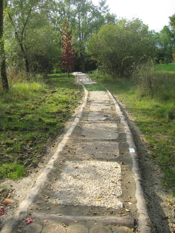 immagine sentiero a piedi scalzi - Oasi San Daniele
