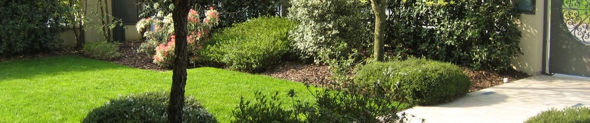 progetto giardino privato con aiuole fiorite